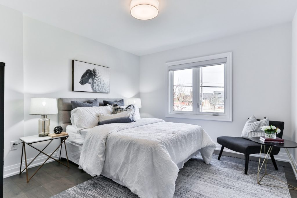 A deep cleaned bedroom   Helpro Cleaning Services Orlando, FL